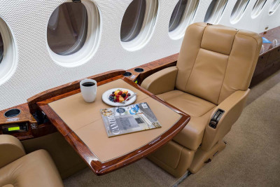 2008 Dassault Falcon 7X: Writing Table