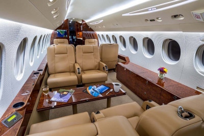 2008 Dassault Falcon 7X: Telescoping Table