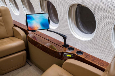 2008 Dassault Falcon 7X: Ipad Charging Arm