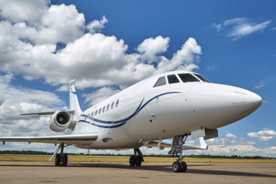 2006 Dassault Falcon 2000EX EASy II: Exterior close front angle