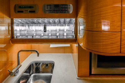 2004 Gulfstream G400: Galley Storage