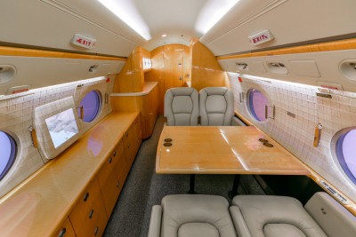2004 Gulfstream G400: Executive Table
